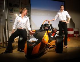 Beim Rollout wird der FR5 das erste Mal der Öffentlichkeit präsentiert.